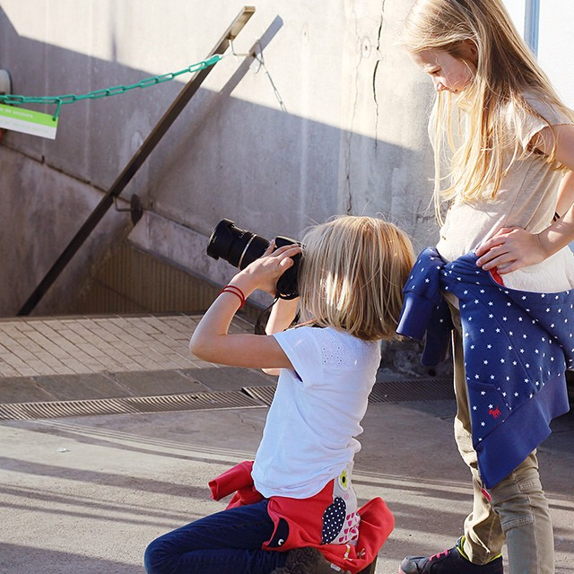mini Leibovitz and mini Coddington in a shooting for an imaginary Vogue. :)