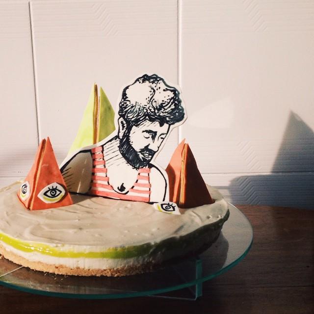 le jardin surréaliste de monsieur lamounier - um cheesecake de limão pro aniversariante do dia com o tema da festa. (tô meio enferrujado em fazer doces ainda)