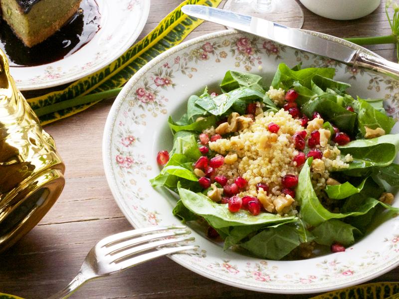 salada de quinoa, couve e romã