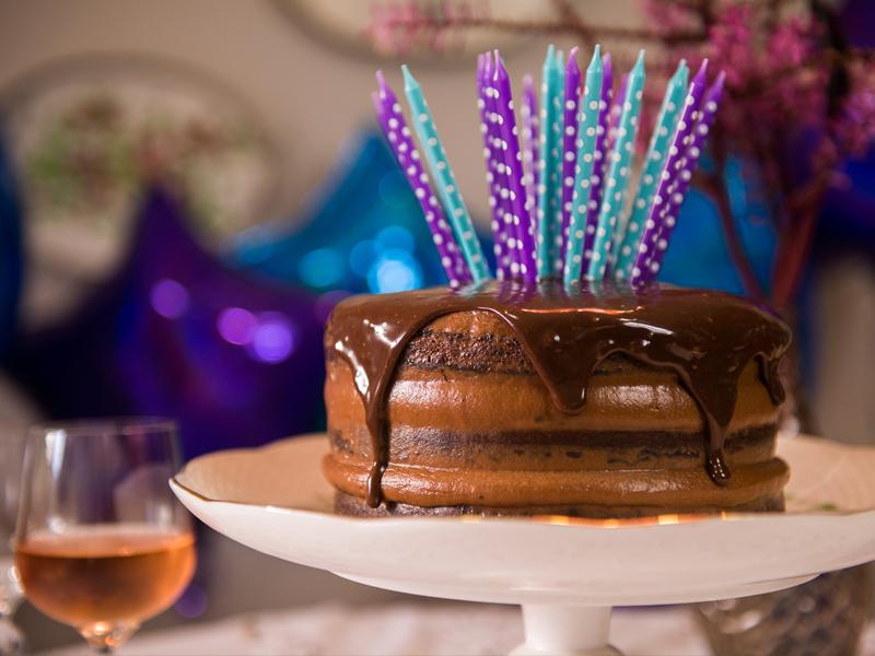 bolo de chocolate com caramelo — o chef e a chata