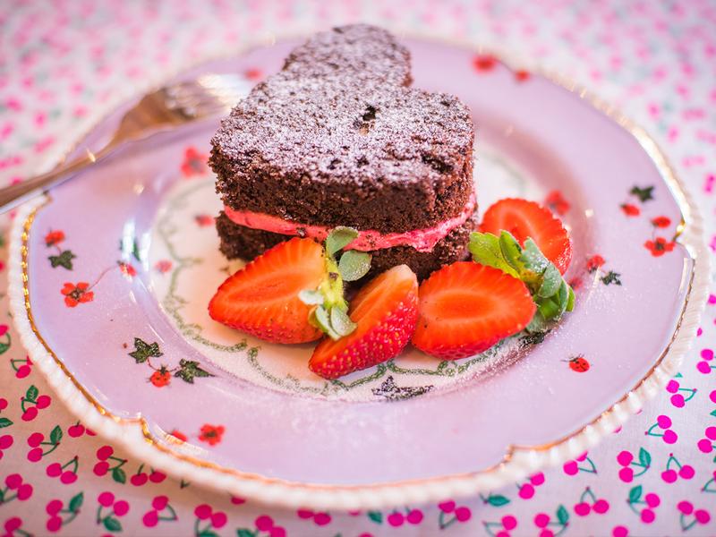 bolo fudge com buttercream de framboesas — o chef e a chata