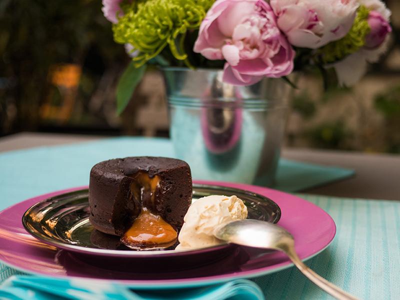 moelleux au chocolat com caramelo salgado — o chef e a chata em paris