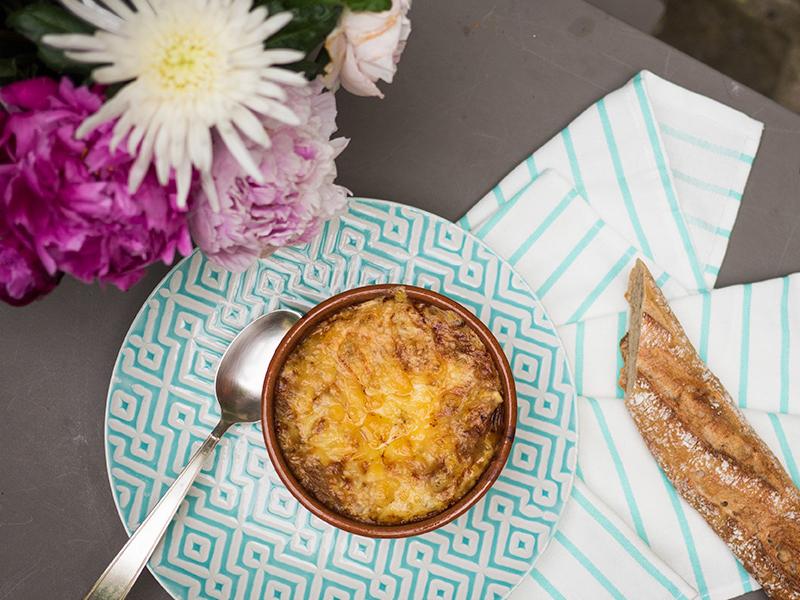 sopa de cebola gratinada — o chef e a chata