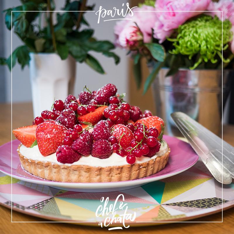 torta de pistache, chantilly e frutas vermelhas